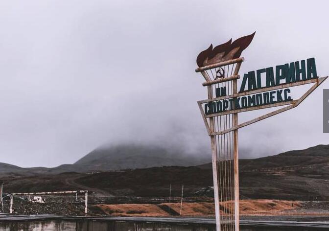 皮拉米登是一座位于挪威斯瓦尔巴群岛的俄罗斯人定居点和采煤社区。1910年由瑞典人建立, 1927年出售给苏联。1998年被俄罗斯政府关闭,大量的建筑和设施被遗弃在当地。2007年以后成为旅游观光地。