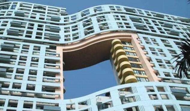 """香港的高楼都留""""大洞""""?外地人不懂 原因堪称绝妙"""