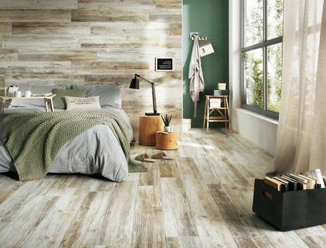 """前段时间和大家分享地板和瓷砖哪个好,从价格、材质优缺点都给大家逐个分析后,发现大家的胃口又大了!想要木地板的纹理,又想要瓷砖的导热效果和性价比,怎么办?考虑一下木纹砖如何?一个披着地板的""""外表""""瓷砖。"""