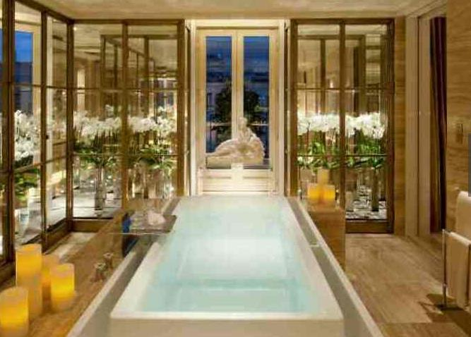 为啥酒店浴室玻璃是透明的?这样真的方便吗?